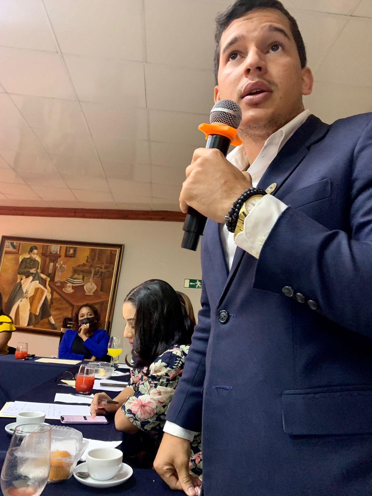 Regidor Bernardo Jimenez participa en la iniciativa de la formación Asociación Dominicana de Jóvenes Municipalistas (ADOJOMU)
